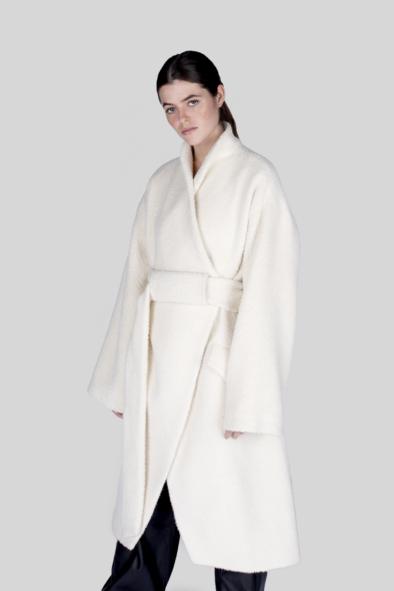 poppy_alpaca_coat_winter_fashion_outwear_woman_collection_style_luxury_tailormade_bespoke_warayana_cream